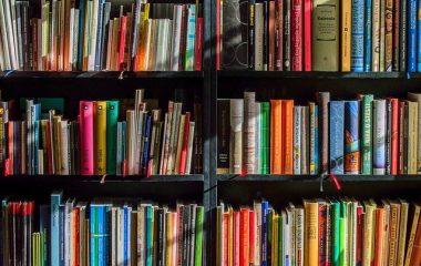חנות ספרים באנגלית תרשישה