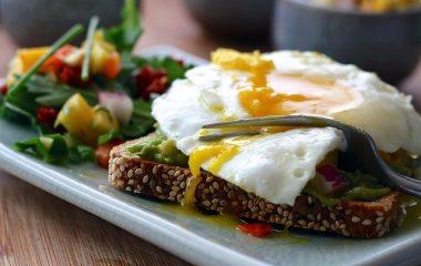 מגשי אירוח חלבי כשר למהדרין – 5 מאכלים כשרים וטעימים