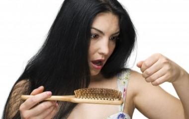 איך מטפלים בשיער דליל – מה הם הגורמים לשיער דליל?