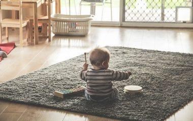 איך לבדוק בטיחות במשחקים לתינוקות?