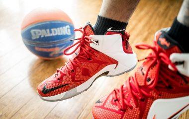לפני החזרה ללימודים: מדריך מהיר לבחירת נעלי כדורסל לילדים