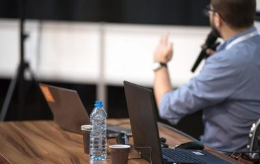 ייעוץ מקצועי בבחירת הרצאה לעובדים