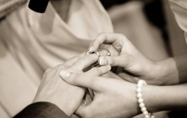 לבחור טבעות נישואין ביחד ולהיות שלמים עם הבחירה לנצח