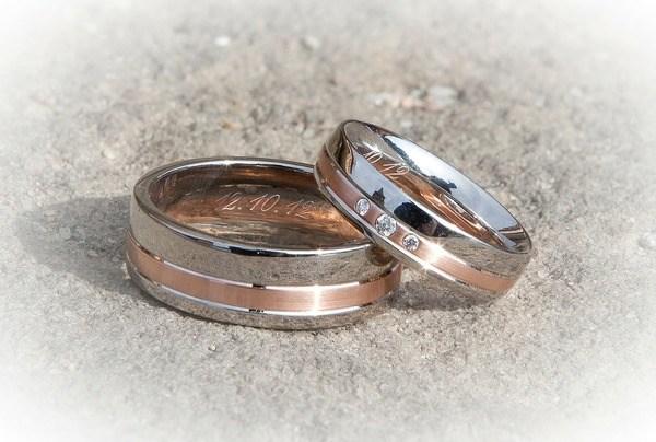על ההבדל בין טבעת אירוסין לטבעת נישואין
