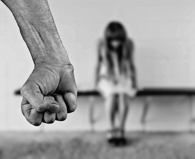 איך מתמודדים עם אלימות במשפחה?