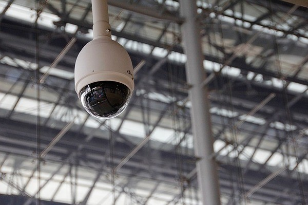התקנת מצלמות באזורים ציבוריים – חדירה לפרטיות