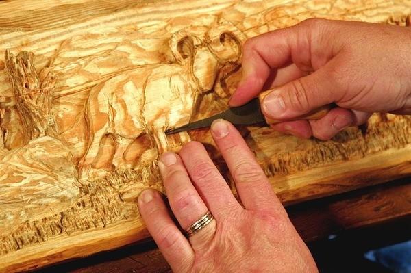 לימודי חריטה בעץ – אומנות גילוף ופיסול
