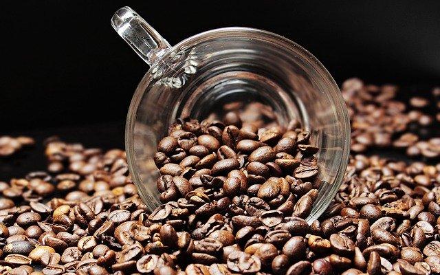 כמה קפה באמת מותר לשתות ביום?