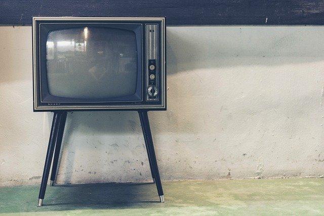 מה ההבדל בין טלוויזיה OLED לטלוויזיה QLED