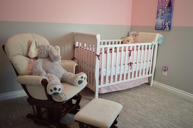 איך בוחרים כורסת הנקה לחדר התינוק?