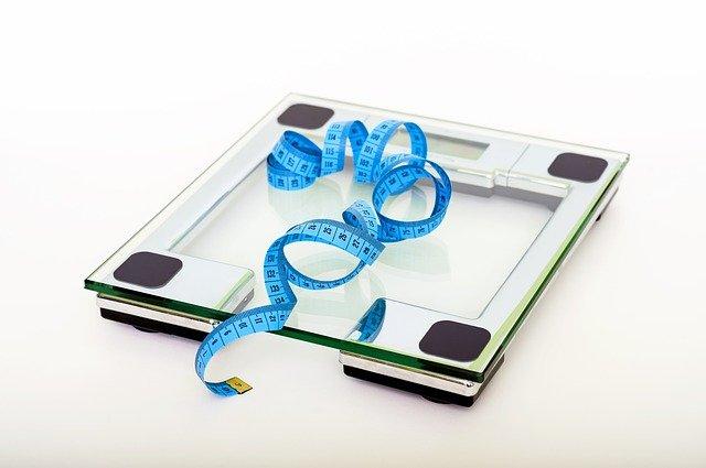 ההבדל בין משקל אדם רגיל למשקל דיאגנוסטי עם אחוזי שומן