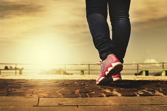 איך לבחור נעלי Hoka לגבר או לאישה